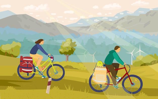 Jovem casal em mountain bike acampando com excelente vista ao fundo.
