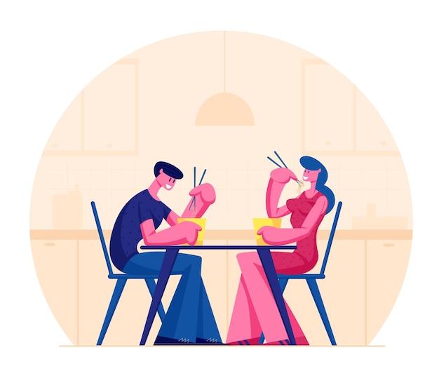 Jovem casal feliz comendo comida asiática na caixa segurando palitos, sentado à mesa em um restaurante de cozinha japonesa ou chinesa. ilustração plana dos desenhos animados
