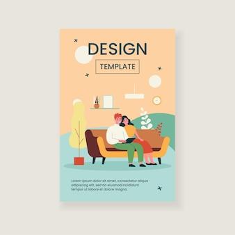 Jovem casal feliz lendo livro isolado ilustração plana
