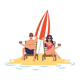 Jovem casal relaxando na praia, sentado em cadeiras e guarda-chuva
