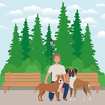 Jovem com mascotes cachorros fofos no parque