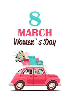 Jovem dirigindo carro com presentes e flores feminino dia 8 de março, feriado, compras, conceito de venda, letras, cartão, ilustração vertical
