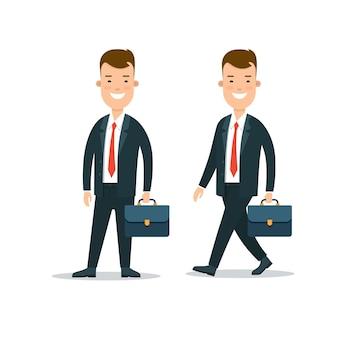 Jovem empresário sorridente fica em pé
