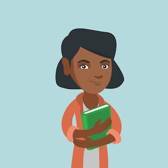 Jovem estudante afro-americano, abraçando um livro.