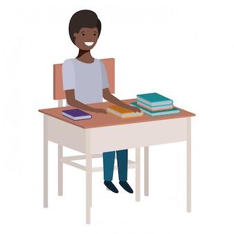 Jovem, estudante, menino preto, sentando, em, escrivaninha escolar