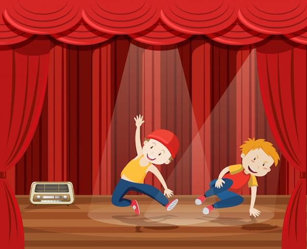 Jovem executar dança hip hop no palco