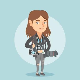 Jovem fotógrafo caucasiano com câmeras fotográficas.