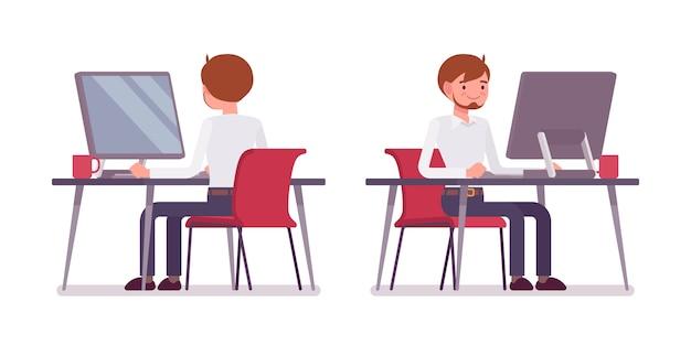 Jovem funcionário masculino trabalhando no computador, traseira e vista frontal