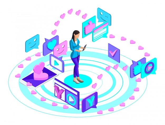 Jovem garota com um smartphone, lidera seu blog em uma rede social, escreve e assiste vídeo, lidera uma correspondência de amor