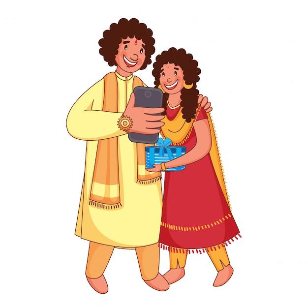 Jovem irmão e irmã selfie juntos de smartphone, por ocasião do festival rakhi.