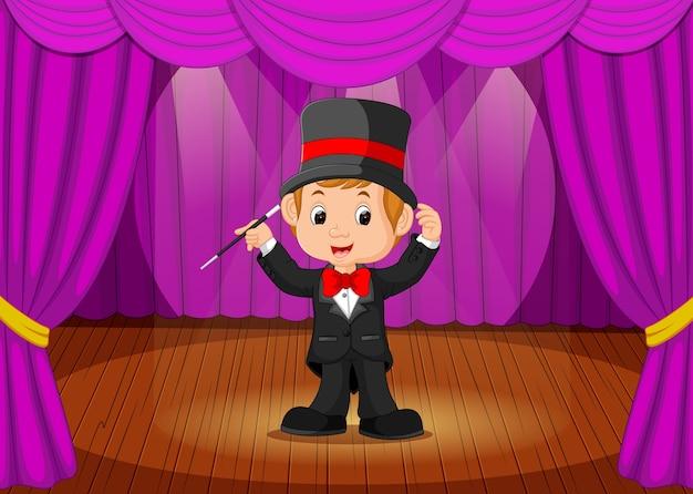 Jovem mago realizando em um palco