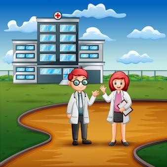 Jovem médico e enfermeira em pé na frente do hospital