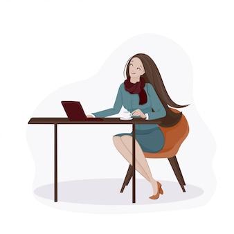 Jovem mulher com cabelos castanhos compridos em um lenço vermelho e saia mancada, sentado à mesa com uma xícara de café e notebook