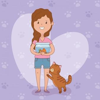 Jovem mulher com peixe e gato bonito
