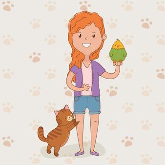 Jovem mulher com um lindo gato e papagaio