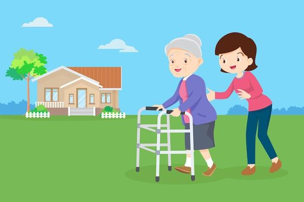Jovem mulher cuidando de uma senhora idosa.