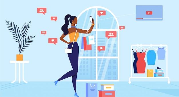 Jovem mulher moda blogger gravação de vídeo de compras e publicação na mídia social