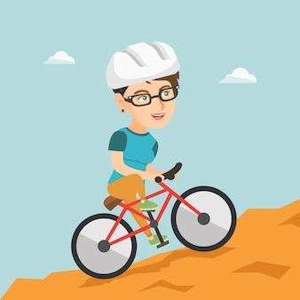 Jovem mulher na bicicleta viajando nas montanhas.