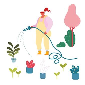 Jovem mulher regando plantas domésticas em vasos da mangueira ao ar livre no quintal de casa.