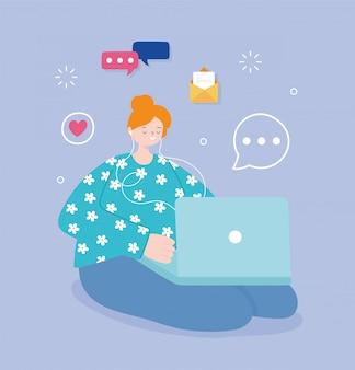 Jovem mulher usando computador laptop mídias sociais