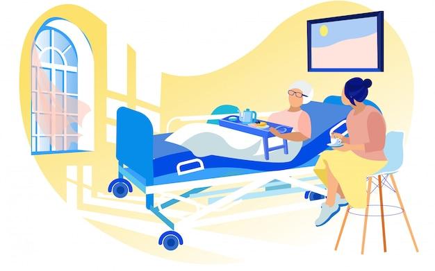 Jovem mulher visitar velha doente na cama do hospital