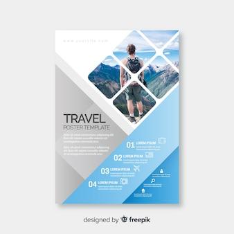 Jovem viajante com mochila ao redor do mundo