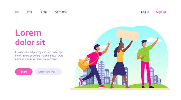 Jovens com cartaz em reunião social. opinião, multidão, paisagem urbana. conceito de política e democracia para o design do site ou página inicial da web