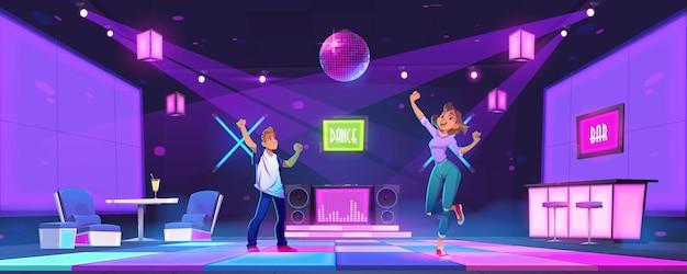 Jovens dançam na boate, festa discoteca, homem e mulher dançando, movendo-se com as mãos levantadas