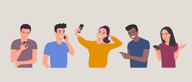 Jovens diferentes olham para os smartphones.