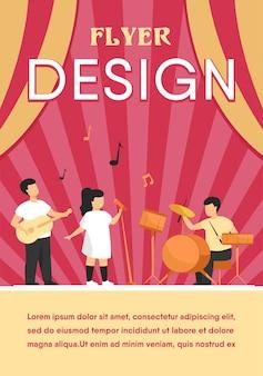 Jovens músicos bonitos no festival de música escolar modelo de folheto plana