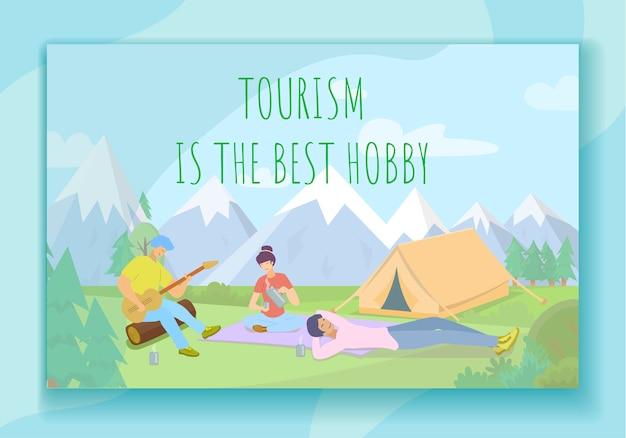 Jovens que sentam-se no acampamento de verão, turismo.
