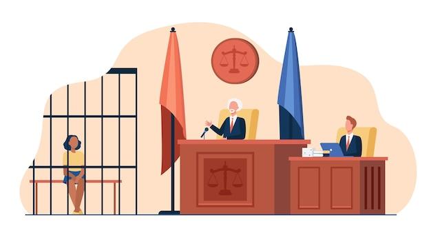 Juiz lendo o veredicto para o acusado perante o tribunal. processo de julgamento, réu na jaula, assistente