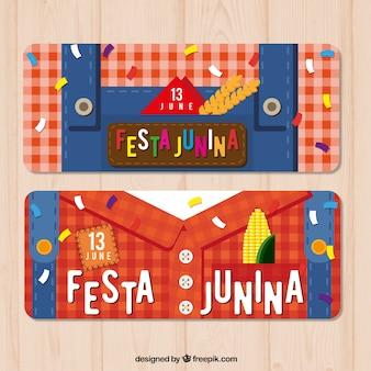 Junina festas bandeiras com roupas tradicionais