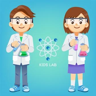 Kid experimenta ciência em laboratório.