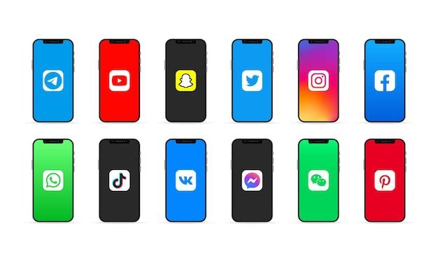 Kiev, ucrânia - 30 de março de 2021: iphone com conjunto de aplicativos de mídia social. instagram, facebook, twitter, you tube, wechat, tik tok, whatsapp e pinterest ui ux interface de usuário branca.