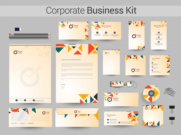 Kit corporativo corporativo com triângulos coloridos.