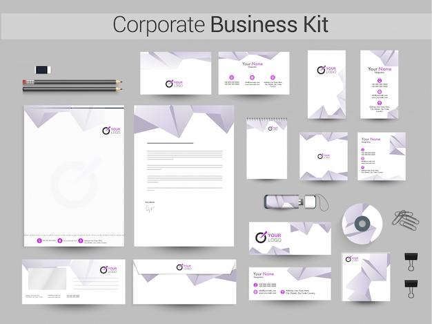 Kit empresarial corporativo com elemento poligonal.