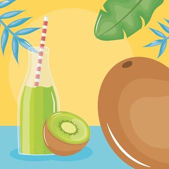Kiwis de suco fresco em botttle com palha nas folhas de palmeiras