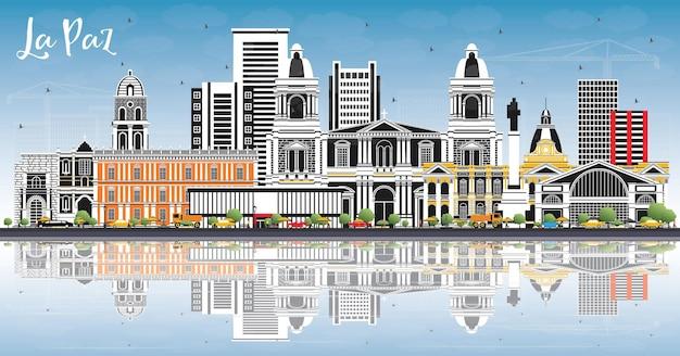 La paz bolívia horizonte da cidade com edifícios coloridos, céu azul e reflexos