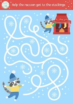 Labirinto de natal para crianças. atividade educacional para impressão da pré-escola de ano novo de inverno. engraçado jogo de férias ou quebra-cabeça com lindo animal e chaminé. ajude o guaxinim a pegar as meias