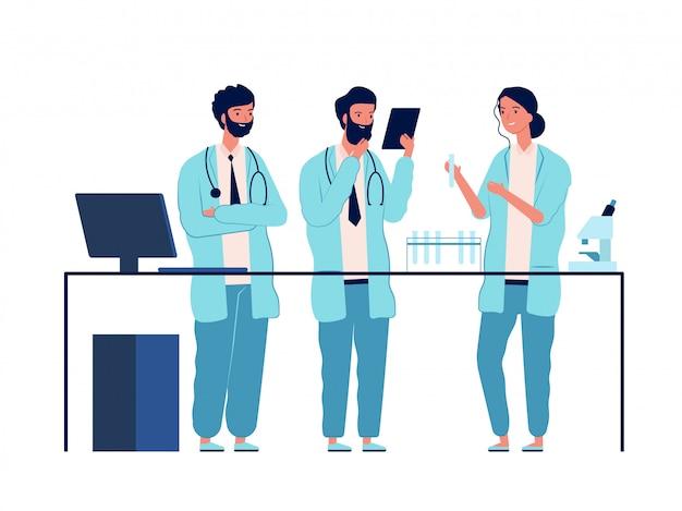 Laboratório de médicos. caracteres de cientistas em pé perto da mesa do laboratório fazem fotos planas de educação médica ou química de análise
