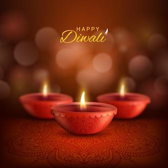 Lâmpadas diwali diya de deepavali, festival de luz da religião hindu indiana. lâmpadas de óleo de argila vermelha com chamas de fogo e decoração rangoli com padrão paisley, cartão de feliz diwali