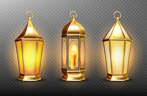 Lanternas árabes de ouro vintage com velas brilhantes. conjunto realista de pendurar lâmpadas luminosas com ornamento árabe dourado. islâmico brilhando fanous isolado em fundo transparente