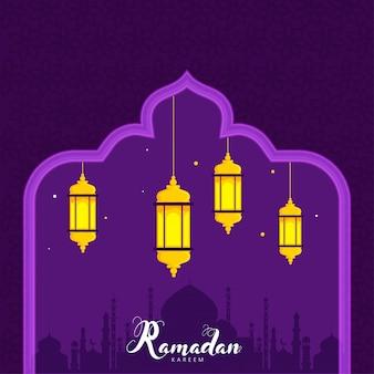 Lanternas iluminadas e silhueta da mesquita no fundo roxo para ramadan kareem concept.