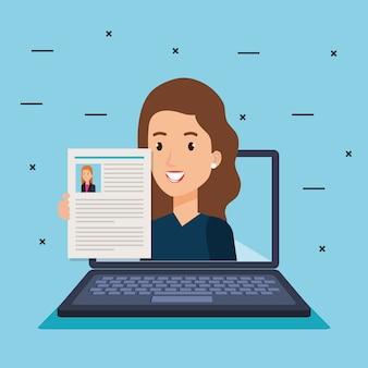 Laptop com curriculum vitae de empresária