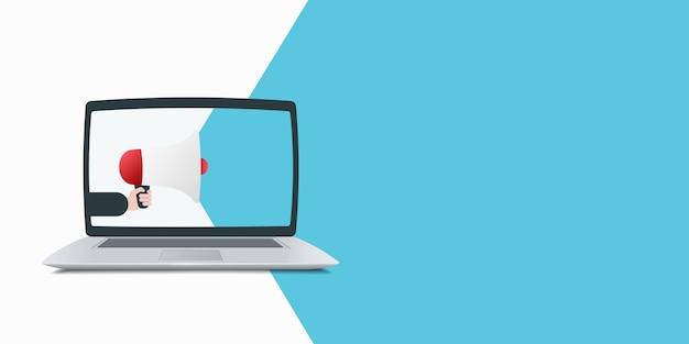 Laptop com megafone e ilustração de balão de fala