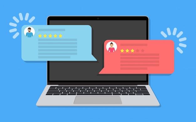 Laptop com mensagens de bate-papo com classificação de comentários de clientes em um design plano