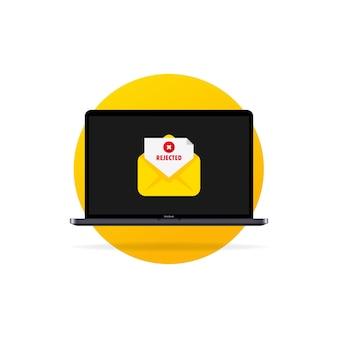 Laptop, envelope com carta rejeitada, cancelar inscrição, admissão ou emprego rejeitado pela faculdade.
