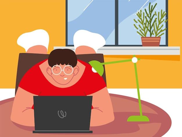 Laptop freelance em casa