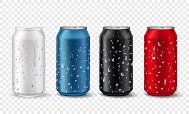 Latas de metal com gotas. alumínio realista pode maquiar nas cores branca, vermelha, azul e preta. pacote de refrigerante ou cerveja com conjunto de vetores de condensação. ilustração em branco banco de alumínio, embalagem de metal cor de cerveja